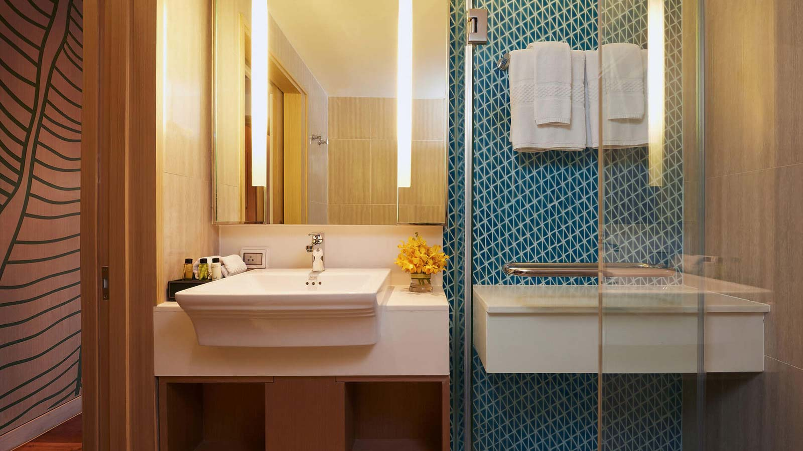 Secound bathroom in Two Bedroom Family Suite Beach Wing